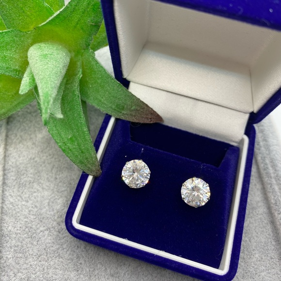 4 carat Zirconia Stone diamond earrings